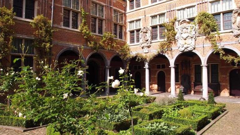 Inner Court Garden and Arcade / © James Radke