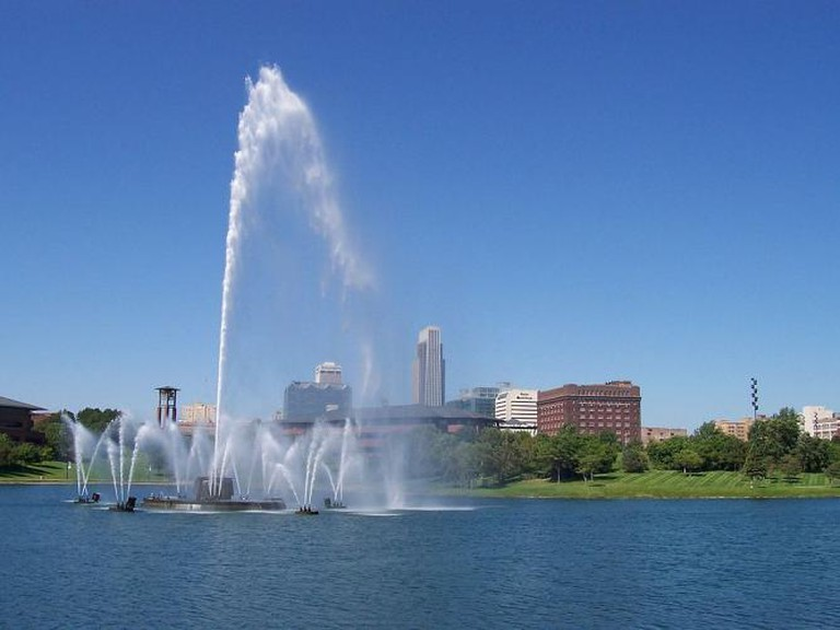 The fountain at Heartland of America Park