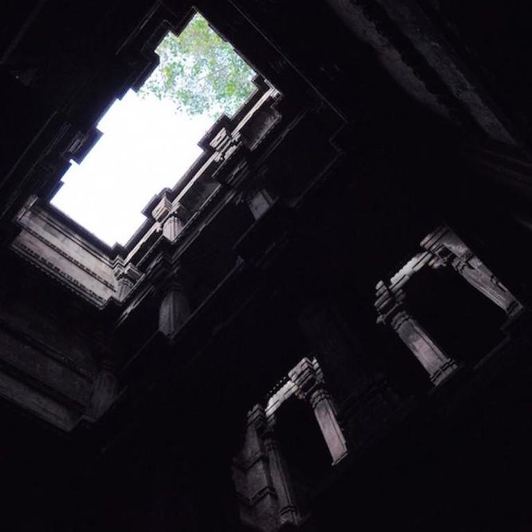 One among the many open terrace windows inside the Vav | © Aditi Gupta