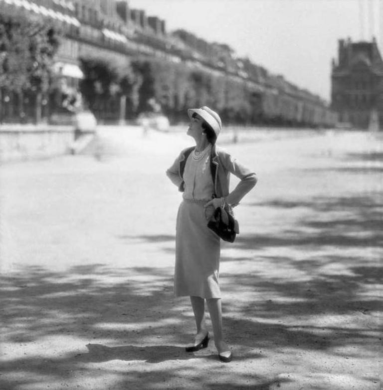 Coco Chanel in Tuileries Gardens, Paris | © The Coincidental Dandy/Flickr