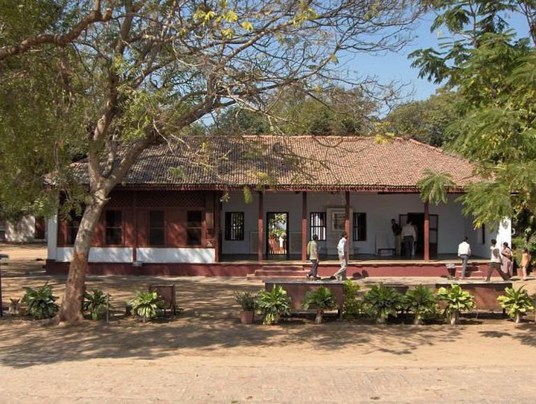 Front view of Mahatma Gandhi's house at Sabarmati Ashram in Ahmedabad, India | © Nichalp/WikiCommons