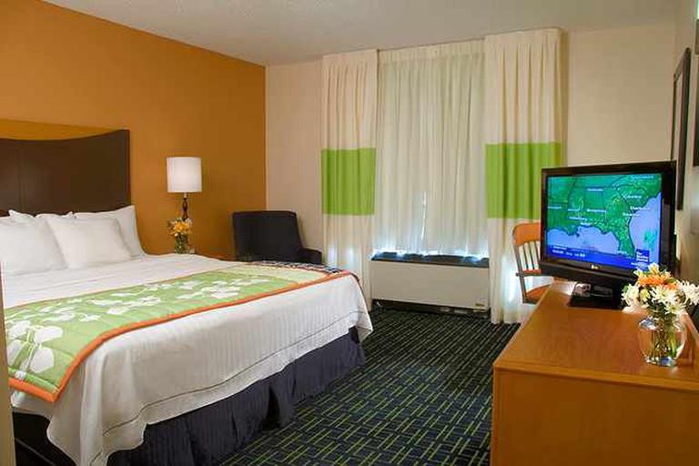 King bedroom suite | © Fairfield Suites Bloomington/Flickr