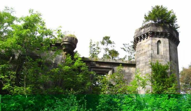 Overgrown Ruins at Mugdock Castle   © Ruminatrix/Flickr