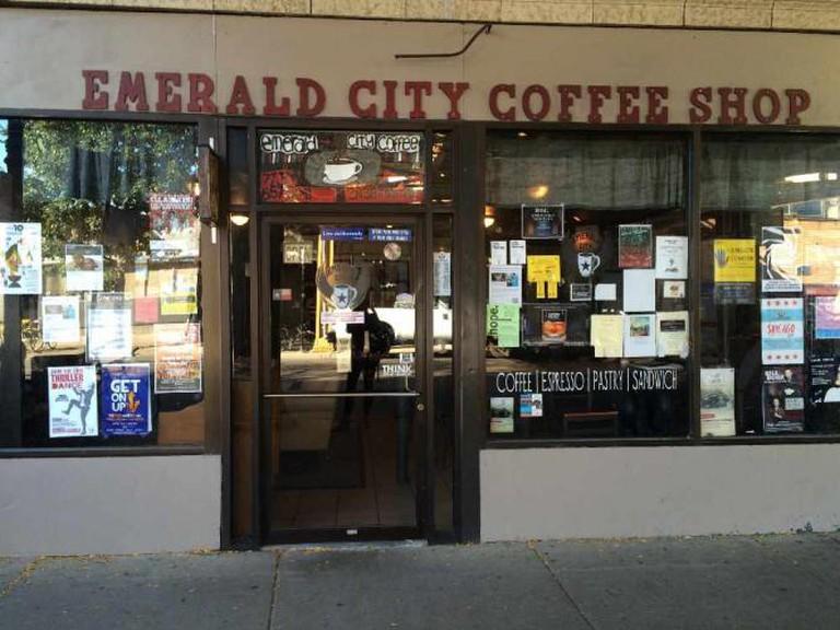Outside of Emerald City Coffee Shop| © Benita Gingerella