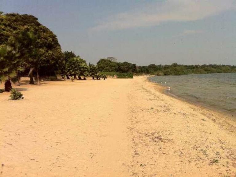 Sandy beach in Uganda | © Mobergefinance/WikiCommons