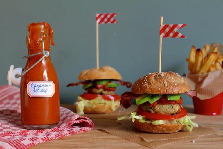 Mini sliders with sugarless ketchup | © Annelies Vermeir
