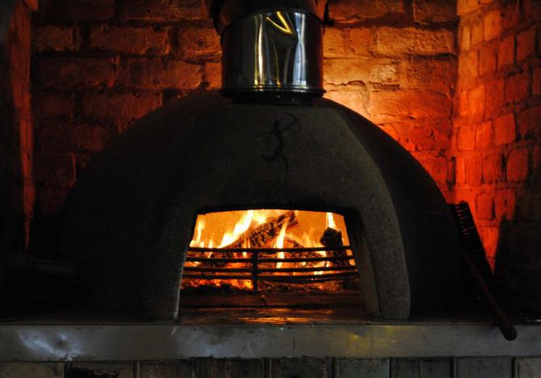 Wood-fired pizza oven | © Clint Budd/Flickr