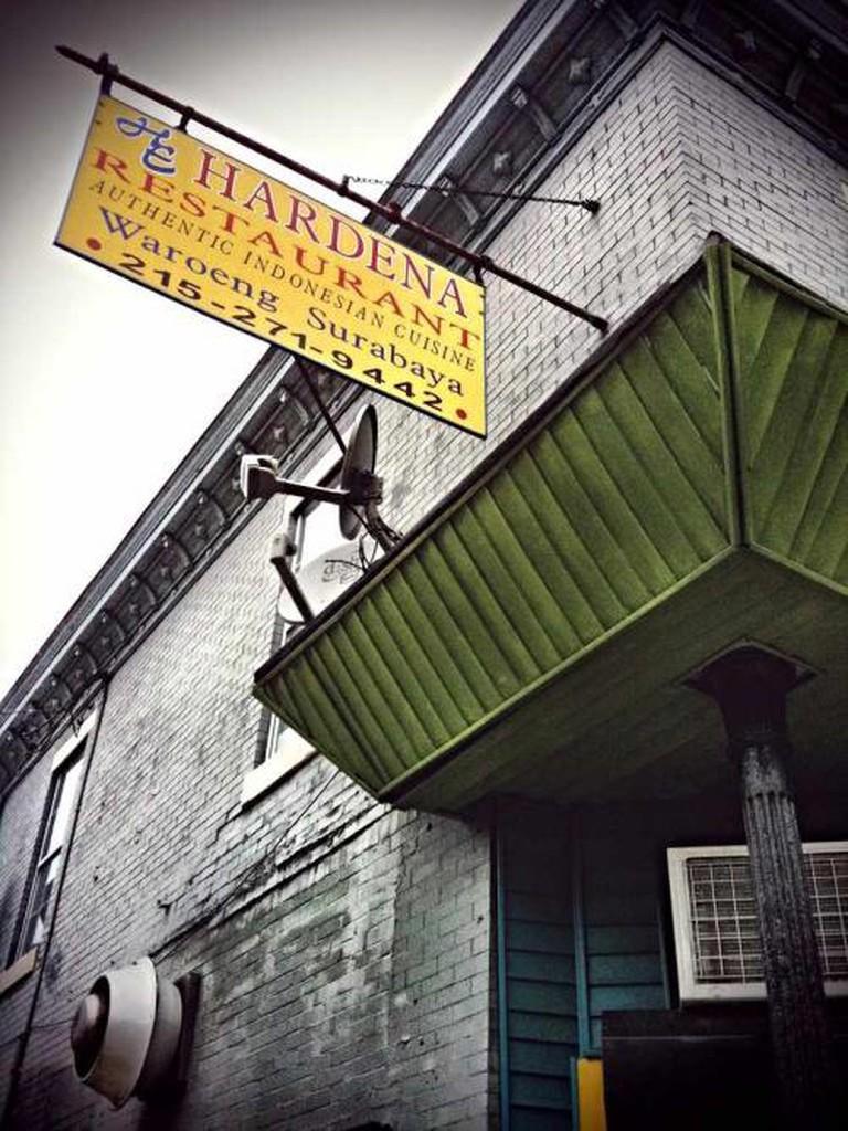 The inconspicous cordner of Hardena Restaurant.