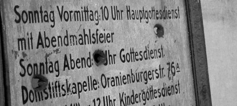 Services with bullet holes, Berlin | © 44b/Flickr