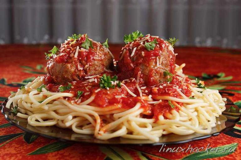 Spaghetti with homemade meatballs | © verygreen/Flickr