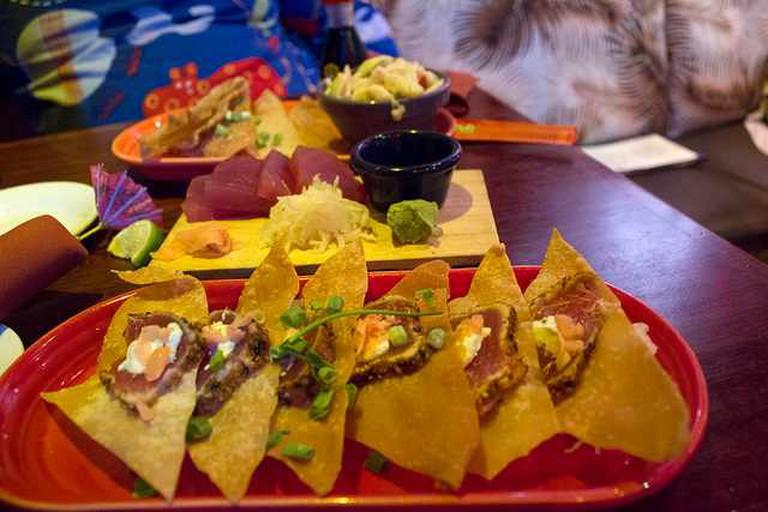 Hula's Island Grill's pupu platter | © Quinn Dombrowski/Flickr