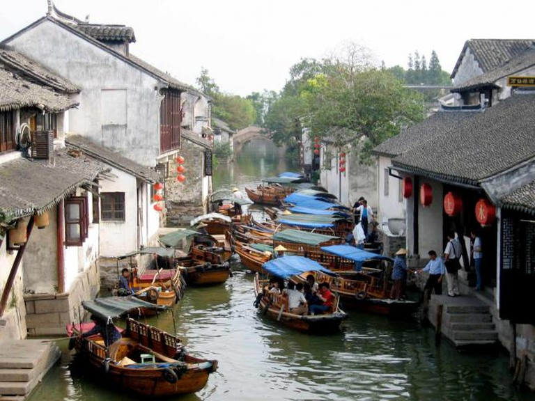 A bustling canal street in the heart of Zhouzhuang | © Alexandra Moss/Flickr