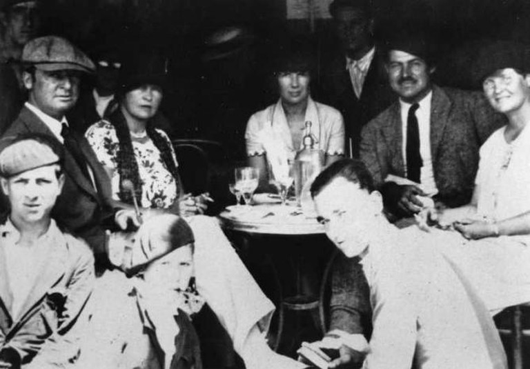Gerald and Sara Murphy, Ernest Hemingway, and friends in Spain | © Unattributed/WikiCommons