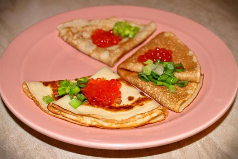 Russian Pancakes With Caviar | © kashmirhare/Flickr