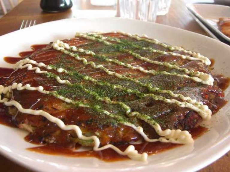 Bacon and cheese okonomiyaki | © Alpha/WikiCommons