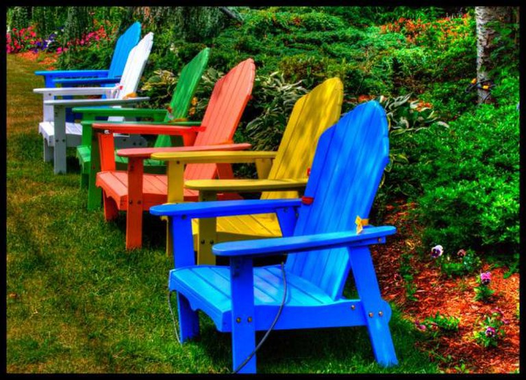 Rainbow Chairs on Cape Cod © Gerry/ Flickr