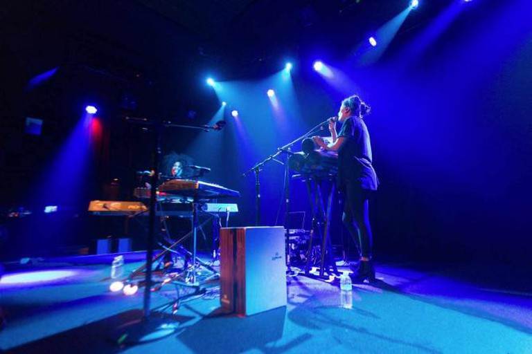 Ibeyi at The Independent | © Amir Aziz/flickr