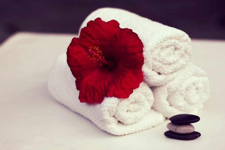 Towel, Hibiscus  © TessaPhotography/Pixabay