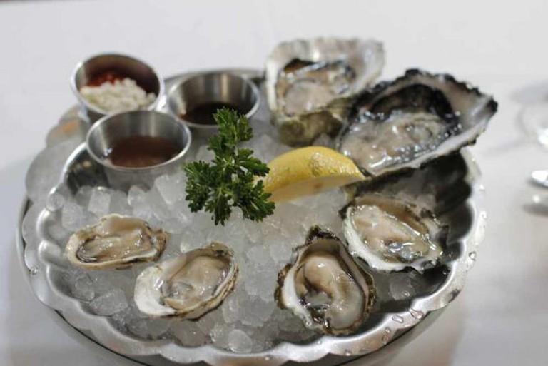 Oysters On Plate | © djromanj/Flickr