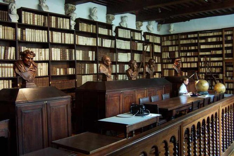 The library at the museum - Public Domain Image
