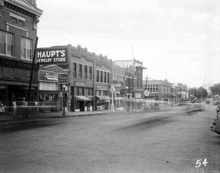 Bartlesville, OK in the 1920s   © army.arch/Flickr