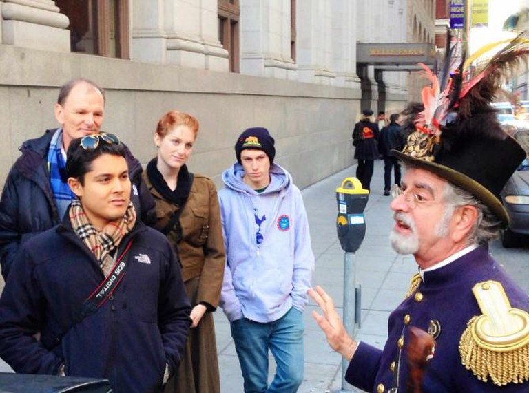Emperor Norton speaking with locals and tourists │ ©ed and eddie/Flickr