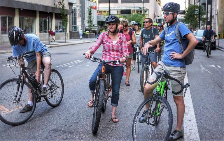 People gathered for bicycle ride│ ©5chw4r7z/Flickr