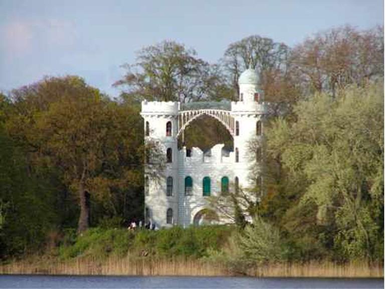 Castle on Pfaueninsel | @ RThiele/Wikipedia