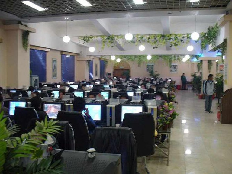 Internet Café in Lijiang, China | © Wikimedia Commons