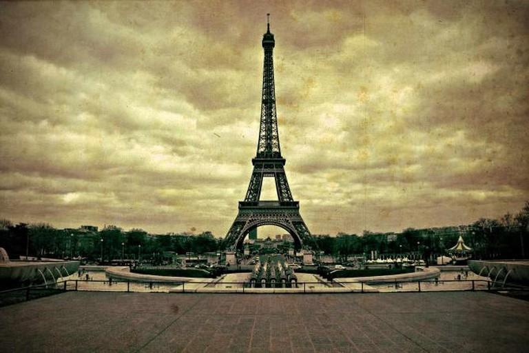 The Eiffel Tower 1900 | ©EdoardoCosta/Flickr
