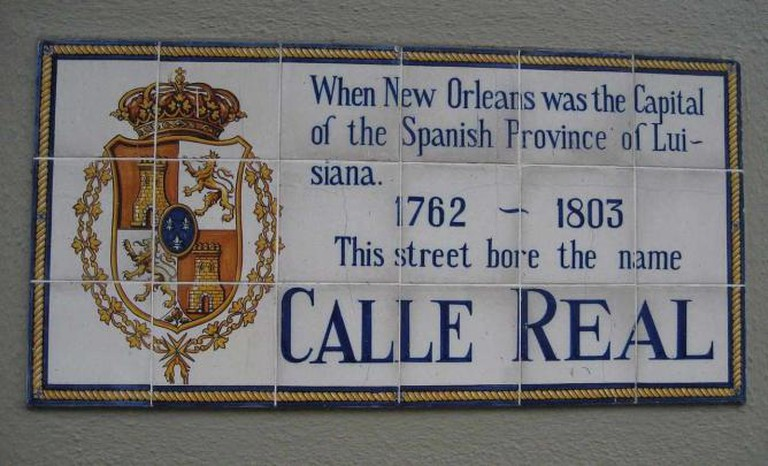 Royal Street, French Quarter of New Orleans. Tiles with Spanish colonial street name. - Infrogmation/Wikimedia Commons