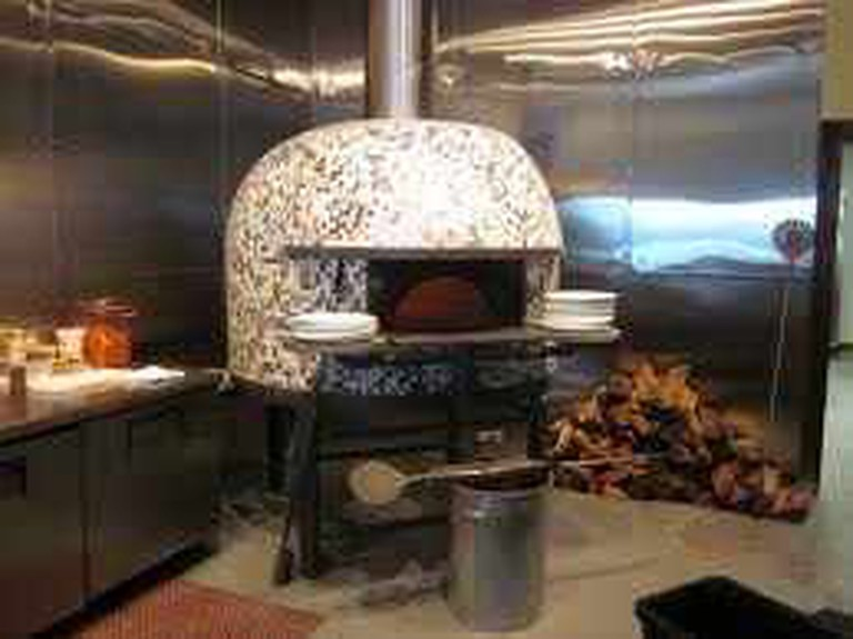 Ancora Pizzaria, Freret Street, Uptown New Orleans. Wood-burning oven imported from Italy. - Infrogmation/Wikimedia Commons