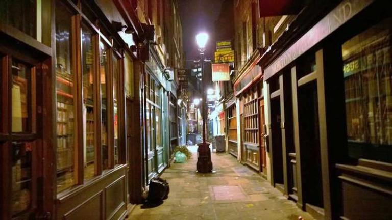 Alley of shops in Spitalfields London   © terrencechisholm/Flickr