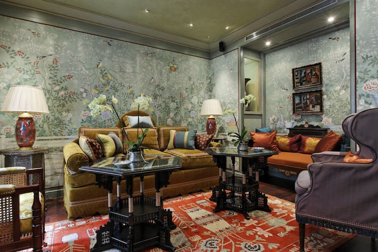 There are 26 guest rooms at the Hôtel Daniel Paris