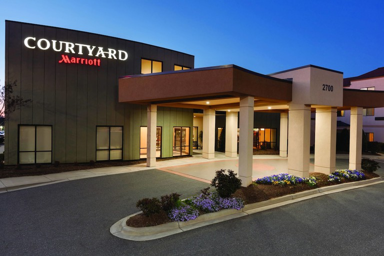 f2473585 - Courtyard by Marriott Charlotte Airport North