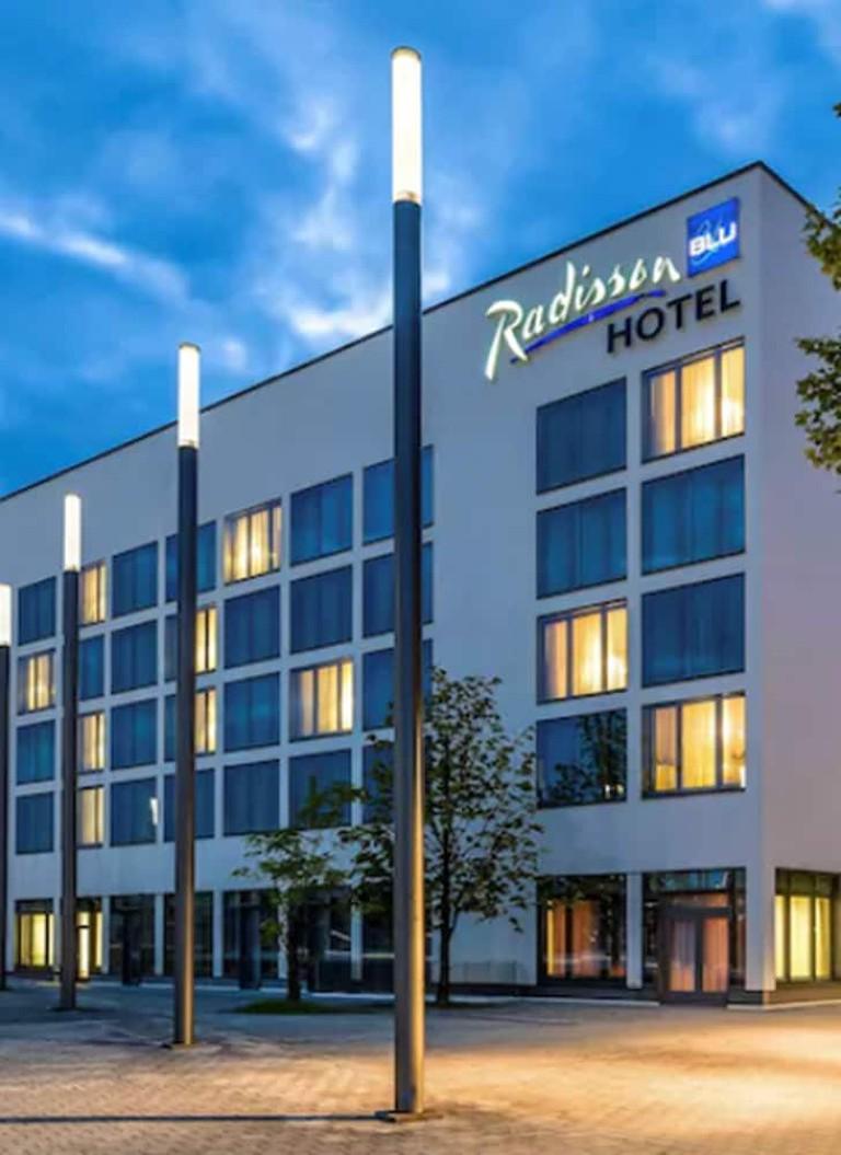Radisson Blu Hannover, Mittelfeld