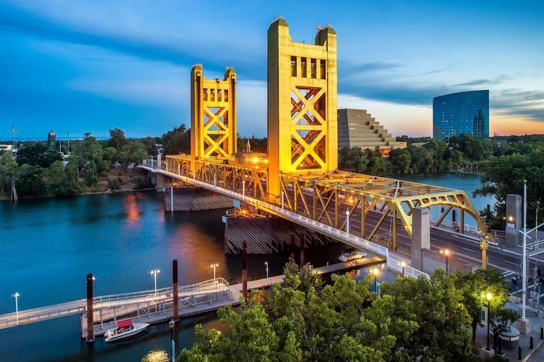 Embassy Suites by Hilton Sacramento, Riverfront Promenade