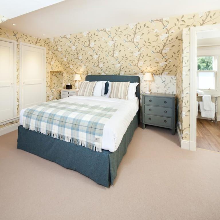 38877240 - Loch Lomond Arms Hotel
