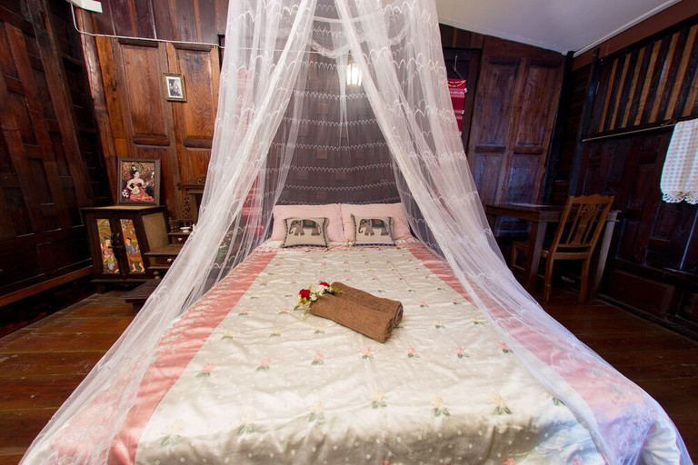 A rustic, traditional room at Baan Are Gong