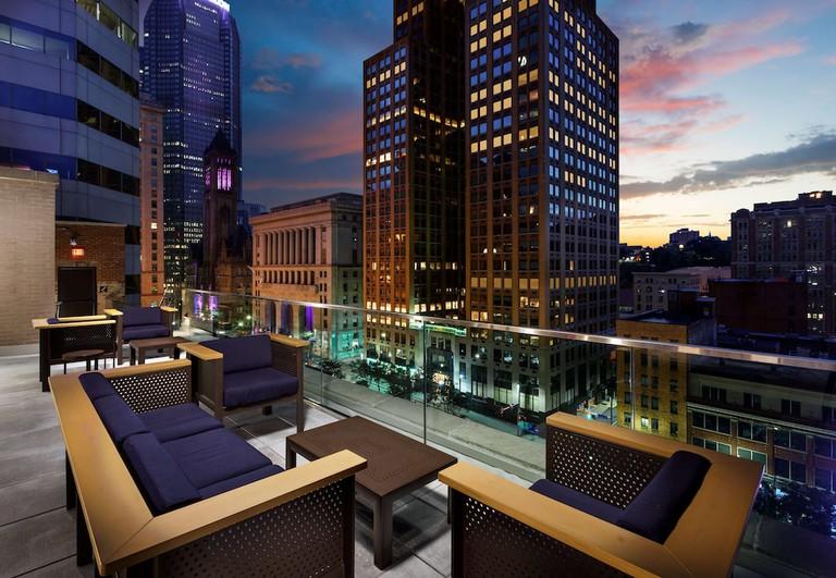 1a43d34e - Distrikt Hotel Pittsburgh, Curio Collection by Hilton