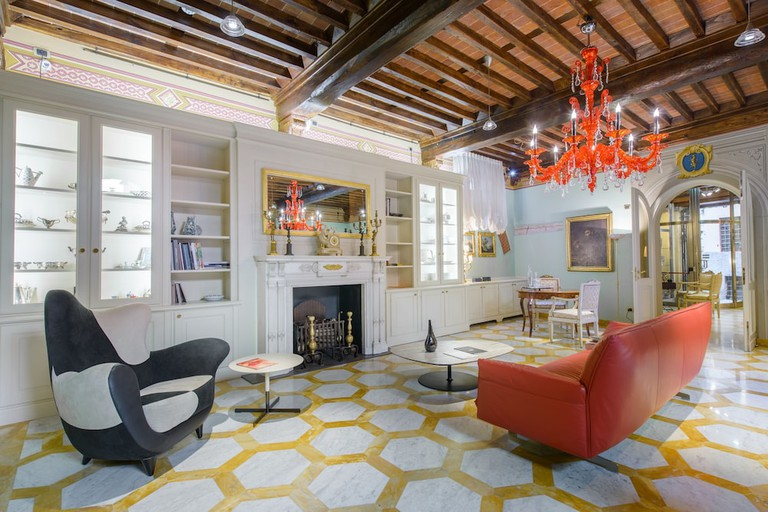 No15 Santori Luxury Home