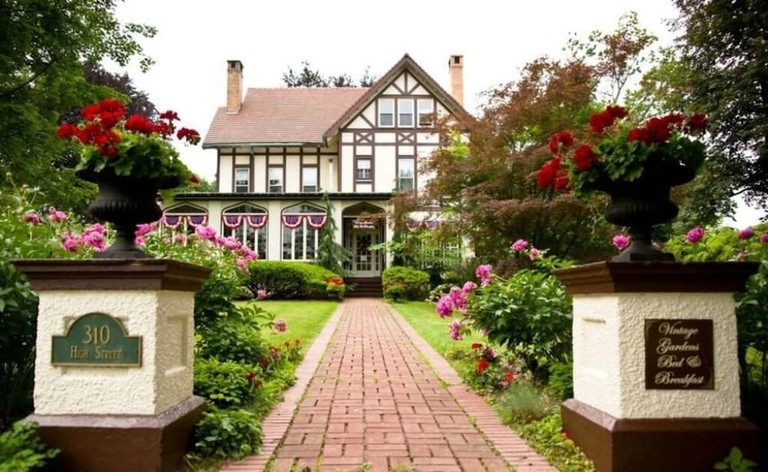 Vintage Gardens Bed and Breakfast