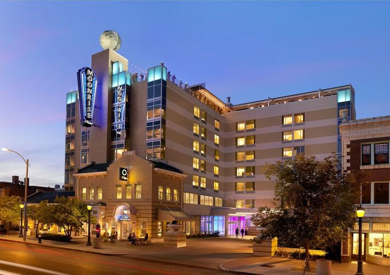 Moonrise Hotel_6f1c220b