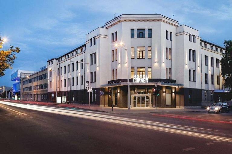 16b08aea - Corner Hotel