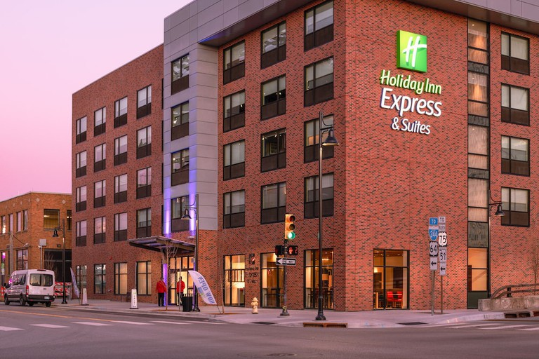 Holiday Inn Express & Suites Tulsa Downtown