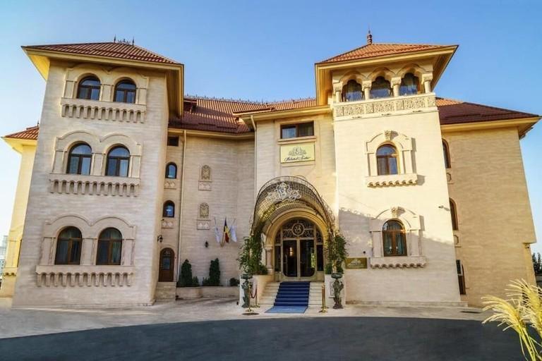Palatul Suter / Suter Garden Palace Hotel