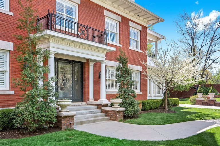 Oak Street Mansion