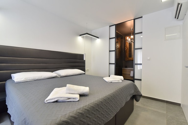 Mono Apartments & Rooms