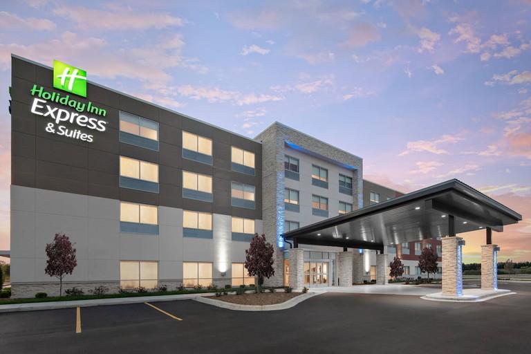 Holiday Inn Express & Suites Elkhorn - Lake Geneva Area_a3afe032
