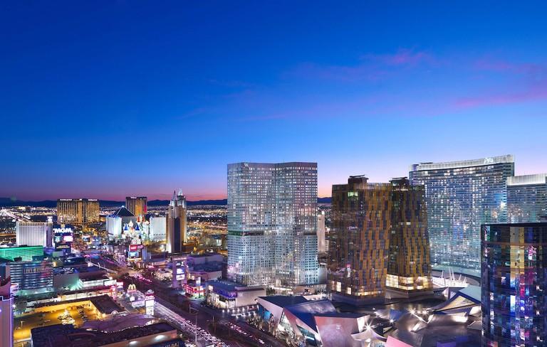 Waldorf-Astoria-Las-Vegas_las-vegas-spa-vitality-pool-1
